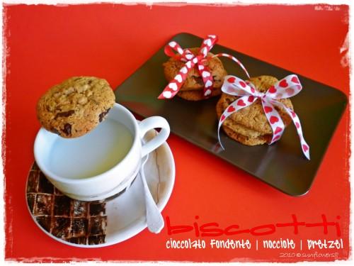 Biscotti al cioccolato con nocciole e pretzel