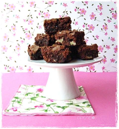 Brownies al cioccolato con amarene e noci, Ricetta brownies al cioccolato, Chocolate brownies recipe, Easy and quick chocolate brownies recipe with walnut and sour cherries