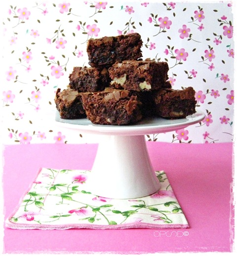 Brownies al cioccolato con amarene e noci, Ricetta brownies al cioccolato, Chocolate brownies recipe, Easy and quick chocolate brownies recipe with walnut and sour cherries
