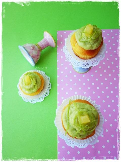 Cupcake al cioccolato bianco e ananas