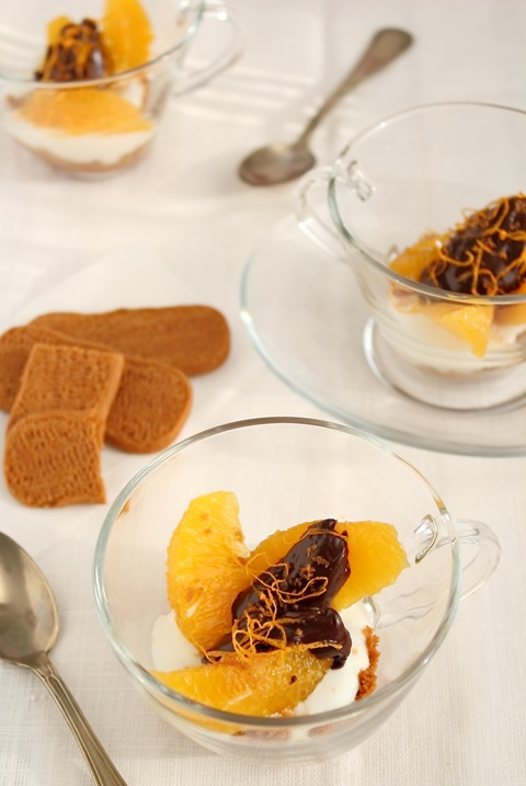 Verrine all'arancia e cioccolato con biscotti alla cannella caramellata