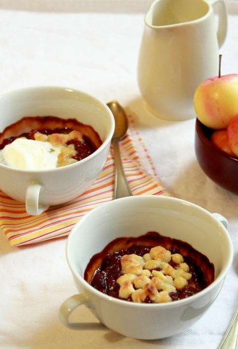 Composta di mele e frutti rossi con crumble di frolla