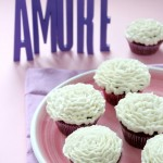 Cupcake al cioccolato e torrone con frosting alla vaniglia - Cupcake with chocolate and nougat with vanilla frosting