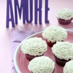 Cupcake al cioccolato e torrone con frosting alla vaniglia - Cupcake with chocolate and nougat with vanilla frosting