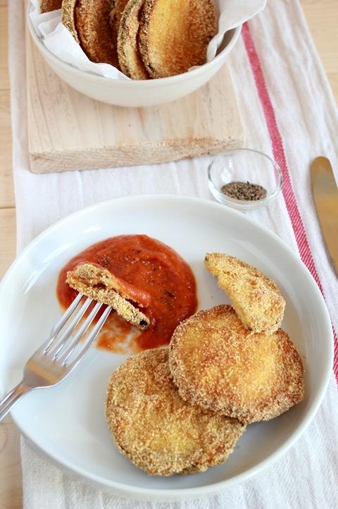 Melanzane fritte con salsa di pomodoro e finocchio