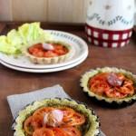 Tartellette integrali al pesto con pomodorini