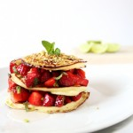 Pancake alla ricotta con insalata di fragole pistacchi e miele - Ricotta pancakes with salad of strawberries, pistachios and honey