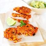 Frittelle di patate e mais con guacamole - Sweetcorn and potato fritters with guacamole