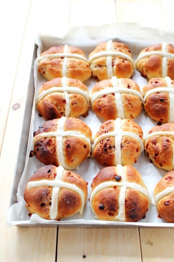 Panini con frutti di bosco e cioccolato bianco_Hot cross buns