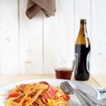 Spaghetti ai peperoni con salame piccante e briciole tostate - Spaghetti with pepperoni, peppers and toasted crumbs