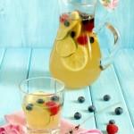 Limonata alla lavanda e frutti di bosco - Lemonade with lavender and berries