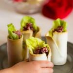 Bicchierini di pane e salame con purè di ceci e lattuga - Cups of bread and salami with mashed chick peas and lettuce