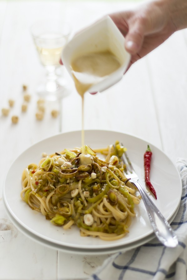 Linguine ai porri di Cervere con emulsione di nocciole Piemonte