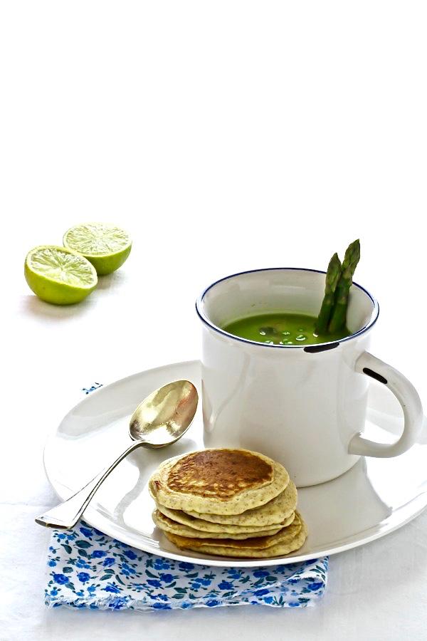 Zuppa di asparagi e blinis integrali - Asparagus soup with wholemeal flour blinis