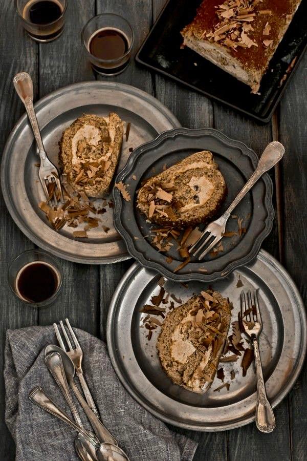 Ricetta Rotolo al caffè con crema al caffè e gocce di cioccolato