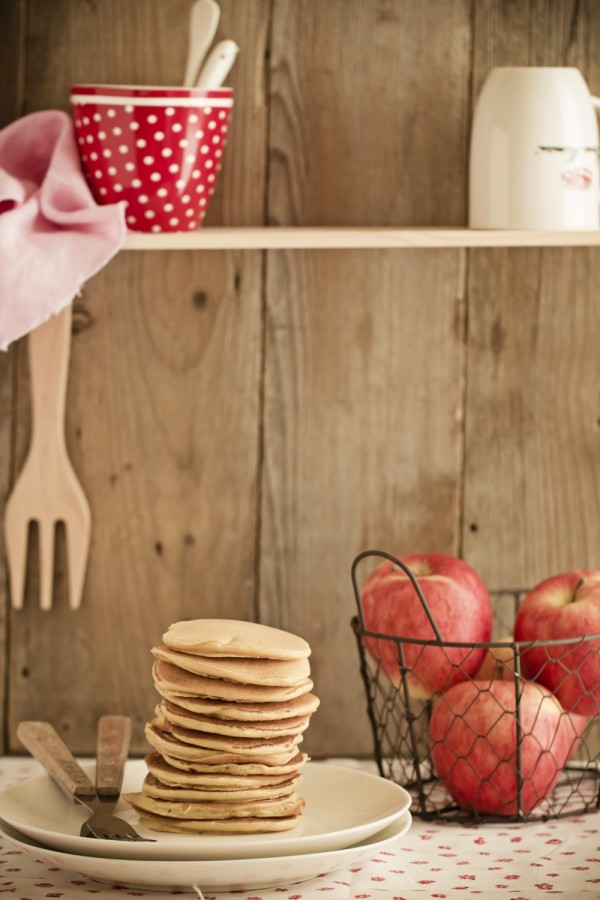 Quick and easy pancake with caramelized apples recipe   Recipe is both in English and Italian   Deliziosi pancake alle mele caramellate, ricetta facile e veloce
