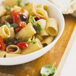Mezze maniche con pomodorini, olive taggiasche, cipollotti e pomodori secchi - mezze maniche with cherry tomatoes