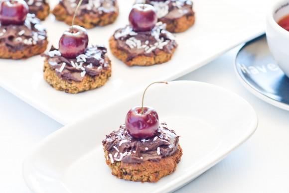 Biscotti al cioccolato e avocado