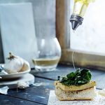Bruschetta con tofu e verdure all'aglio - guest post - Open-faced Tofu & Garlicky Greens