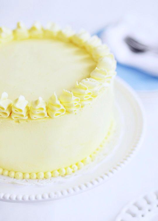 Torta a piani al limone e mirtilli