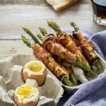 asparagi, pancetta e uova alla coque - bacon wrapped asparagus soldiers with soft-boiled eggs