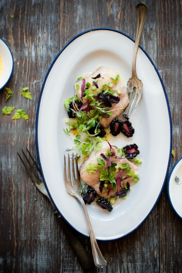 Lampuga con insalata di more