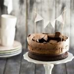torta doppia al cioccolato con meringa al cacao - double chocolate cake with cocoa meringue