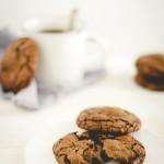 biscotti al cioccolato e fior di sale con Nutella e caramelle mou -Delicious Nutella stuffed double chocolate chip cookies