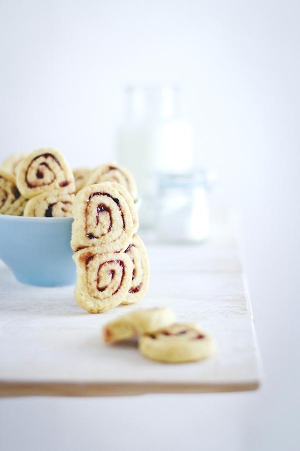 Frollini con confettura - Jam swirls cookies