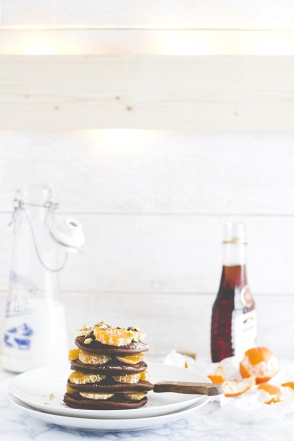 Pancake al cioccolato con clementine - Ricetta pancake al cioccolato - Chocolate pancakes with clementines and pistachio nuts - Chocolate pancake recipe