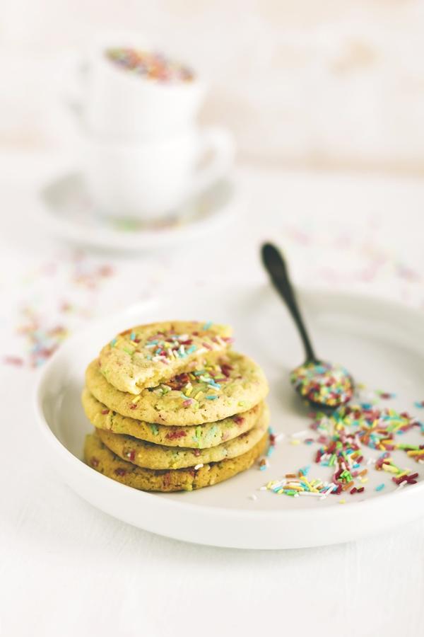 biscotti di Carnevale - biscotti arcobaleno - sprinkles cookies