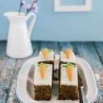 torta di carote con crema di mascarpone e sciroppo d'acero - carrot cake with cream cheese and maple syrup frosting