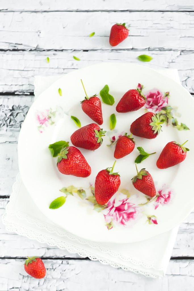 tartufi al gelato di fragole e cioccolato - ricetta con gelato - tartufi gelato - ice cream strawberry chocolate truffles