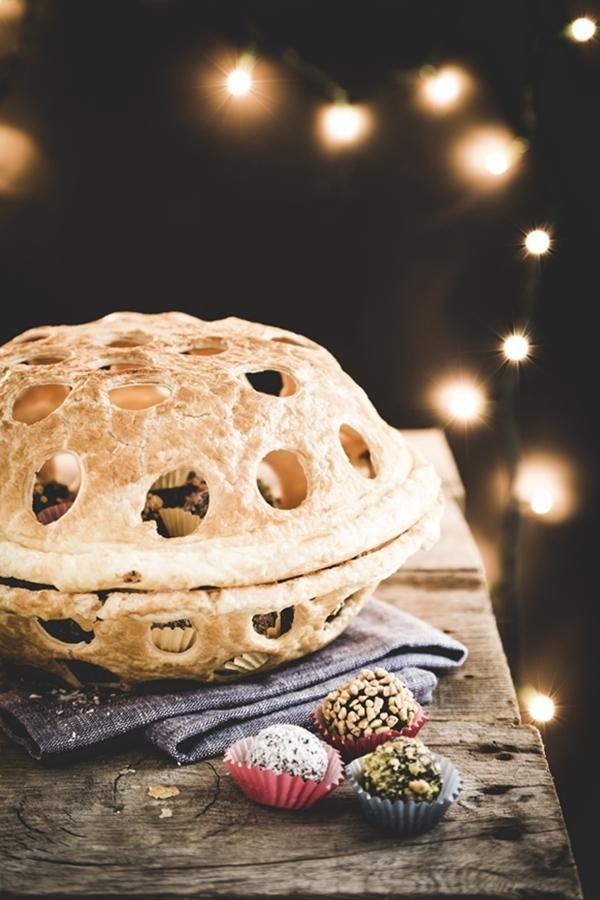 cestino di sfoglia - tartufi al cioccolato e rum - Cestino di pasta sfoglia con tartufini al cioccolato e rum - Puff pastry basket with chocolate and rum truffles - Puff pastry basket - Chocolate and rum truffles