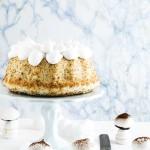 Angel cake al pompelmo, semi di papavero e funghetti di meringa