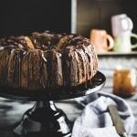 Ciambella marmorizzata al caramello salato e cacao - Salted caramel, chocolate marbled bundt cake