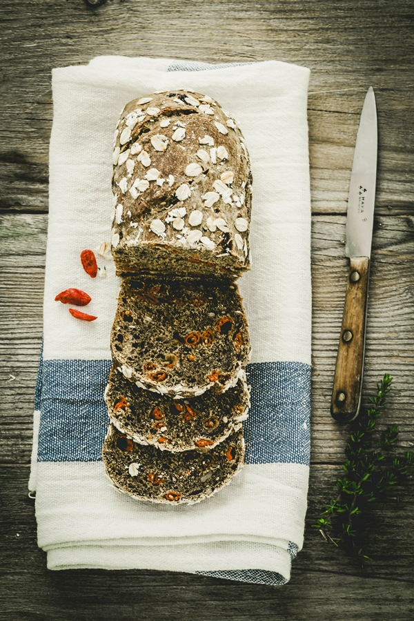 Multigrain Guinness beer bread with Goji berries - pane nero alla birra Guinness e bacche di Goji