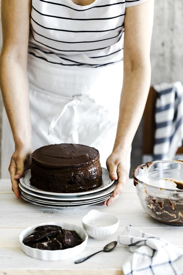 Torta Brooklyn blackout, la Ricetta della Torta al Cioccolato Americana, Torta al cioccolato Americana, torta al cioccolato morbida Americana, Torta al cioccolato a strati, Brooklyn blackout cake recipe, Chocolate layer cake