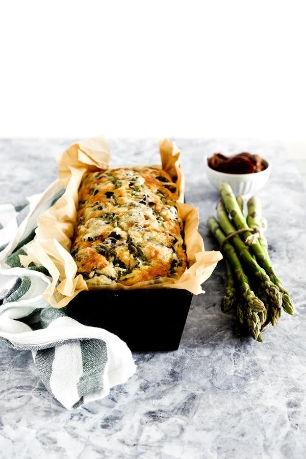 cake emmentaler, asparagi e pomodori secchi - Cake agli asparagi - Asparagus, sundried tomato and olive loaf - Asparagus loaf