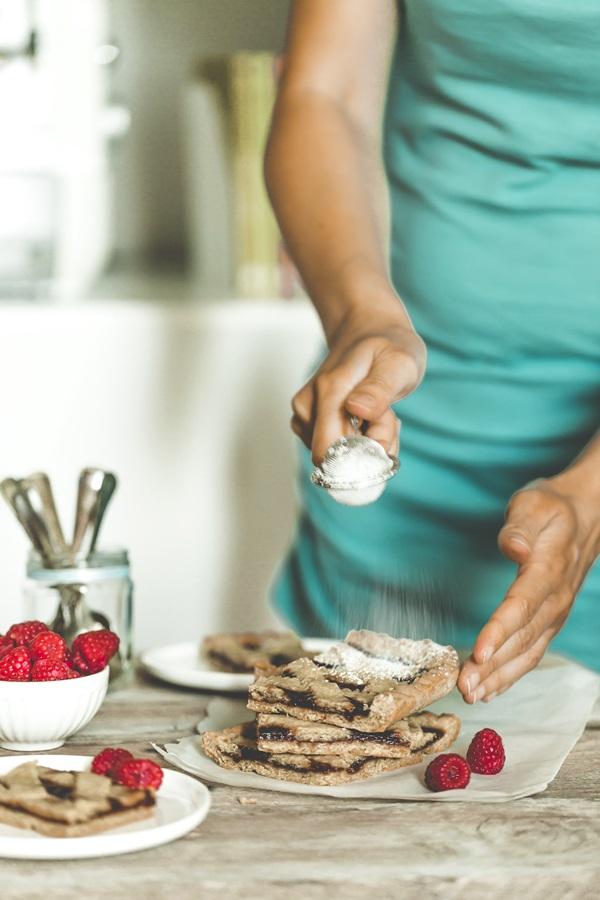 Ricetta crostata ai lamponi e pistacchi, Pistachio tart with raspberry jam recipe