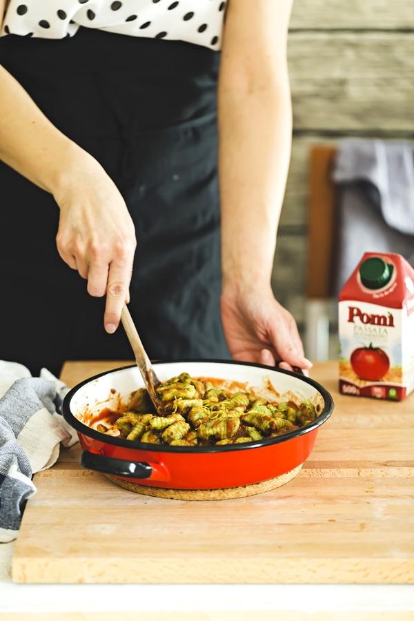 gnocchi di rucola senza glutine - gluten free aragula gnocchi - gnocchi di rucola senza glutine con sugo alla pizzaiola - gluten free aragula gnocchi with pizzaiola tomato sauce