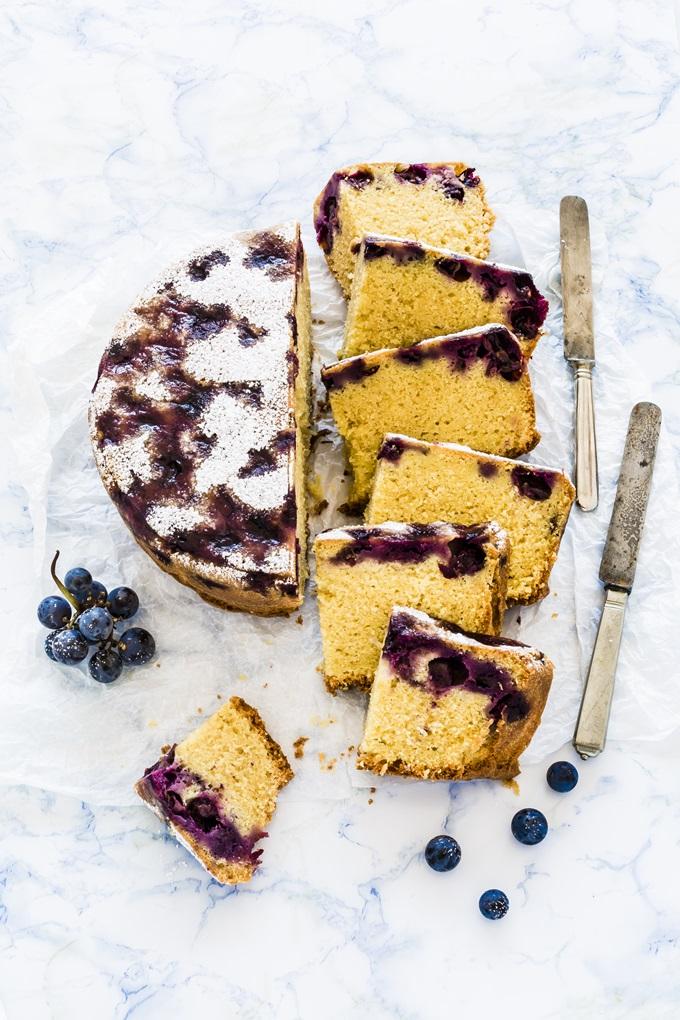 torta con uva americana - strawberry grape cake