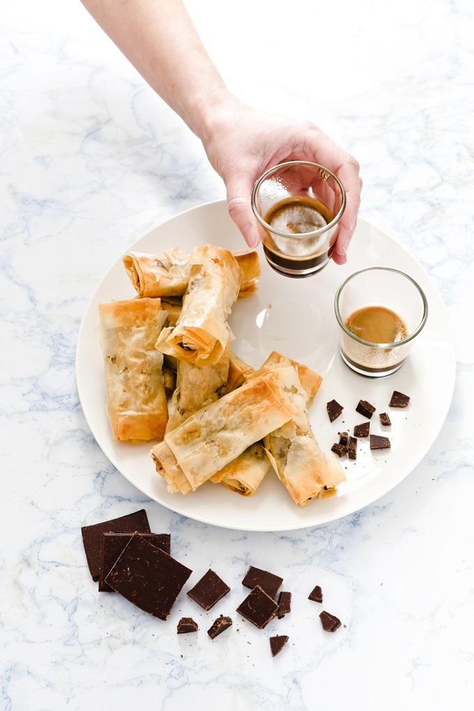 CHOCOLATE AND PEAR SPRING ROLLS, INVOLTINI PASTA FILLO CIOCCOLATO PERE, ricetta INVOLTINI CIOCCOLATO e pere, CHOCOLATE SPRING ROLLS recipe