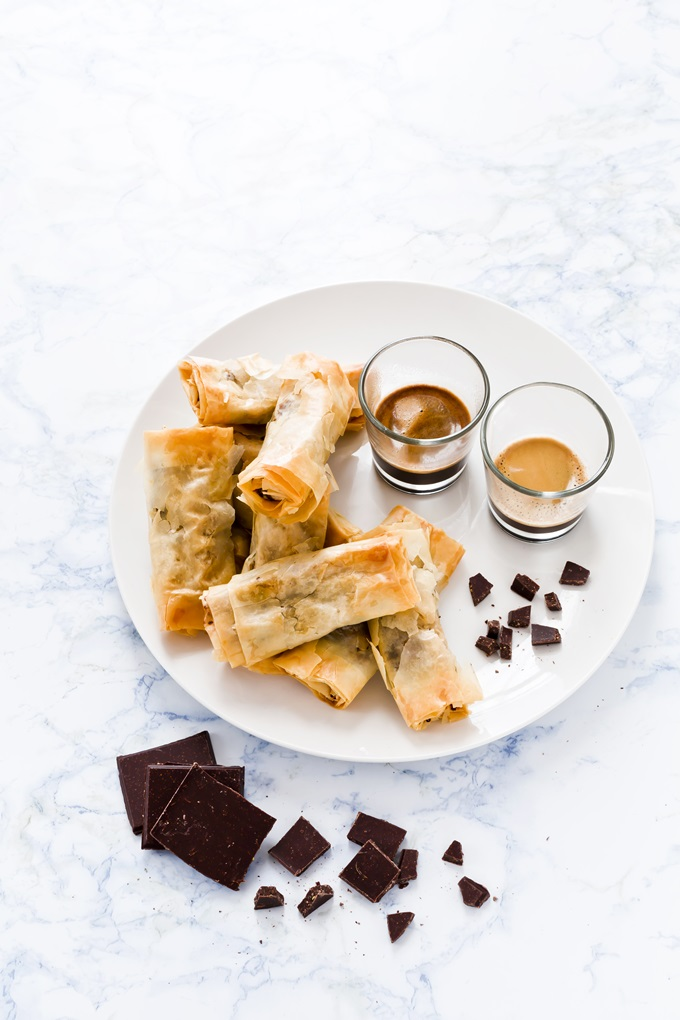 CHOCOLATE AND PEAR SPRING ROLLS, INVOLTINI PASTA FILLO CIOCCOLATO PERE, ricetta INVOLTINI CIOCCOLATO e pere, CHOCOLATE SPRING ROLLS recipe