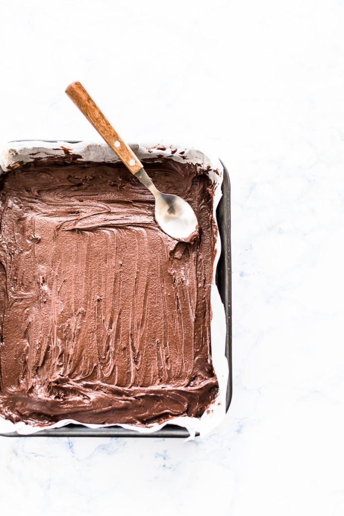 Torta al cioccolato su stecco, Torta su stecco al cioccolato, Ovetti di torta al cioccolato su stecco, Ricetta torta al cioccolato su stecco, Come riciclare le uova di Pasqua, Torta su stecco glassata al cioccolato, Brownies su stecco, Tortine al cioccolato su stecco, Chocolate cake egg pops recipe, How to make chocolate cake pops, Chocolate Easter cake egg pops