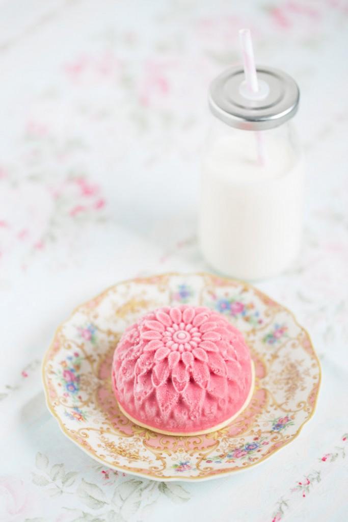 Buttermilk ice cream - Raspberries buttermilk ice cream - gelato al latticello e lamponi - gelato ai lamponi - gelato ai lamponi e latticello - - gelato lamponi e gin - food photography - Guest post - OPSD blog - Lisbeths food blog - HIMBEER BUTTERMILCH EISCREME MIT EINEM SCHUSS GIN