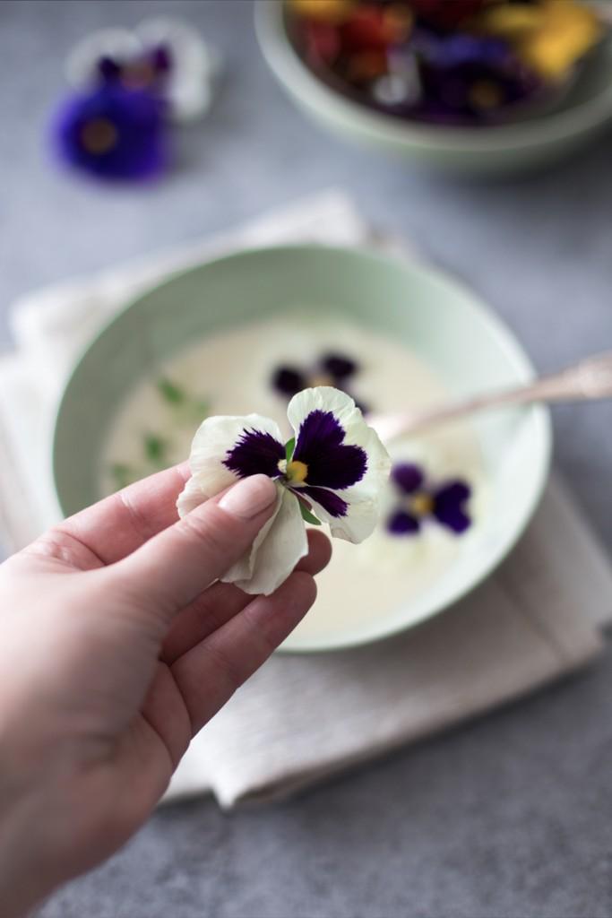 zuppa di asparagi bianchi - zuppa di asparagi - white asparagus soup - asparagus soup - food photography - Guest post - OPSD blog - Mesa Corrida food blog