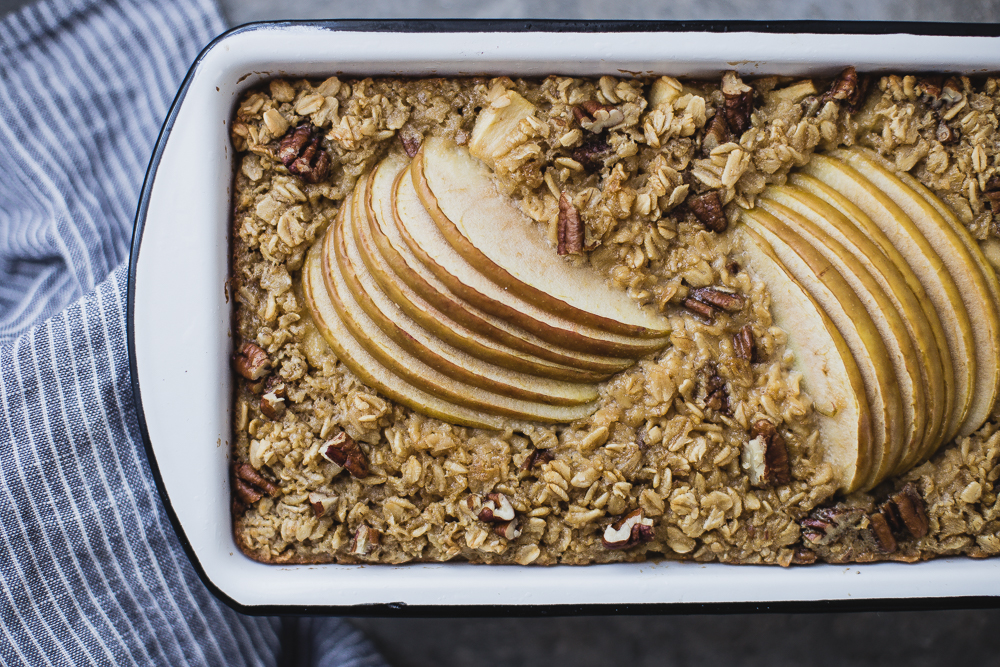 Porridge di mele allo sciroppo d'acero - porridge - porridge di mele - Apple and Maple Baked Oatmeal - food photography - Guest post - OPSD blog - The Modern Proper blog