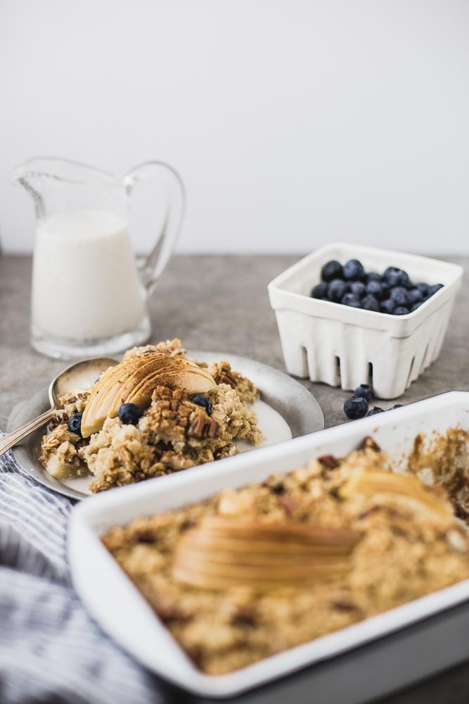 Porridge di mele allo sciroppo d'acero - porridge - porridge di mele - Apple and Maple Baked Oatmeal - food photography - Guest post - OPSD blog - The Modern Proper blog