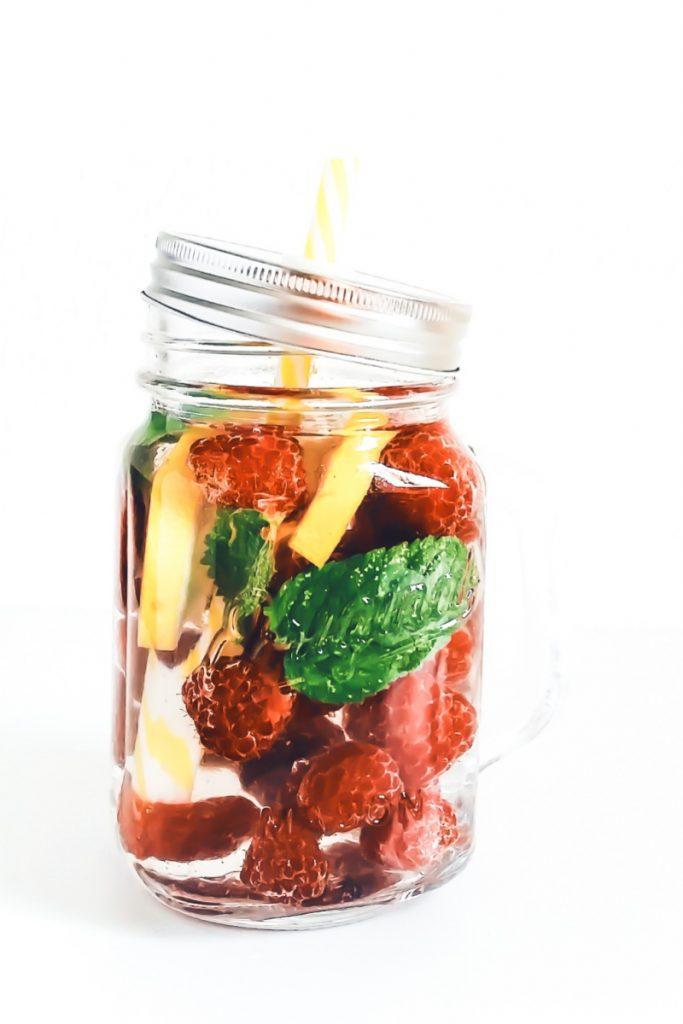 acqua aromatizzata - acqua aromatizzata lamponi - acqua aromatizzata ai lamponi e menta - acqua aromatizzata alla frutta - fruit infused water - fruit water - aromatic water - opsd
